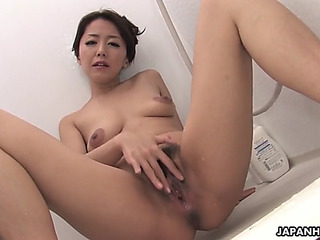 Engulfing a pecker in the shower and loving it